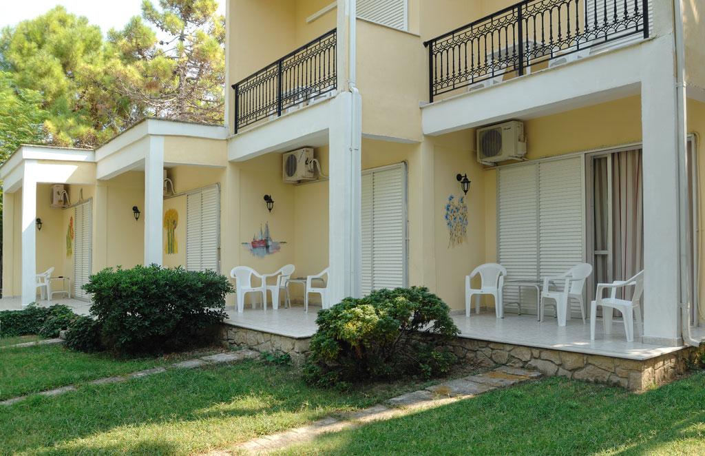 Mimoza Beach Resort   Studios